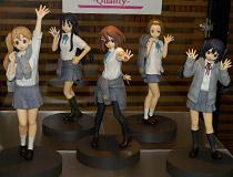 【第36回プライズフェア】バンプレストプライズ「けいおん!5thあにばーさりー♪」放課後ティータイムメンバー5人のフィギュアが勢ぞろいで展示!
