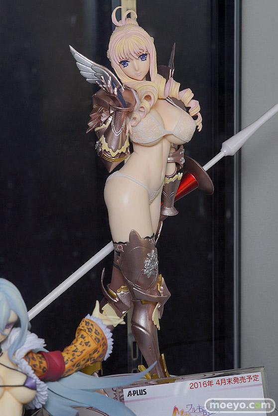 秋葉原での美少女フィギュアサンプル展示の様子 すーぱーそに子~カウガール~03