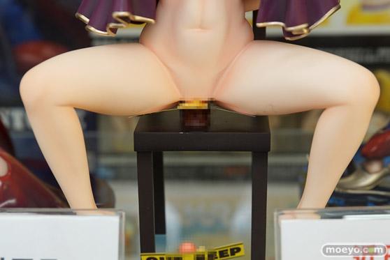 ドラゴントイ謎の新作フィギュア「麻袋をかぶった謎の女」の彩色サンプル展示の様子06