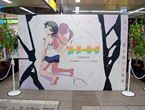 キャストやスタッフ、キャラクターの短冊がずらり!JR秋葉原駅にて「物語」シリーズの「七夕展示」が開催!