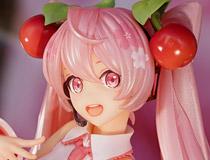 「桜ミク ~桜妖精ver.~」「ブラン 寝起きVer.」「エマ・ブライトネス」など 秋葉原の新作フィギュア、グッズ展示の様子(2021年2月20日)